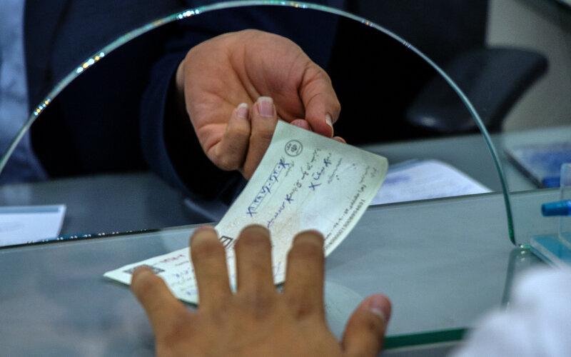نیمی از ارزش چکهای کشور در دست تهرانیهاست