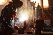شریعتمداری:  از ریزش سالانه ٣٠٠ هزار نیروی کار جلوگیری شد
