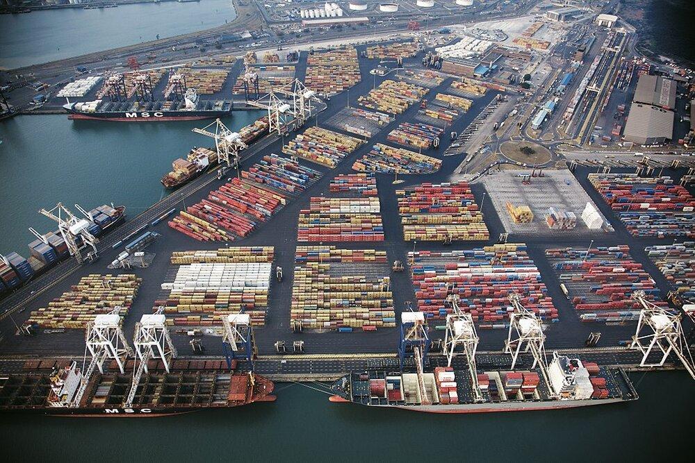 تولید کنندگان داخلی قطعات و تجهیزات بندری و دریایی  را تامین می کنند