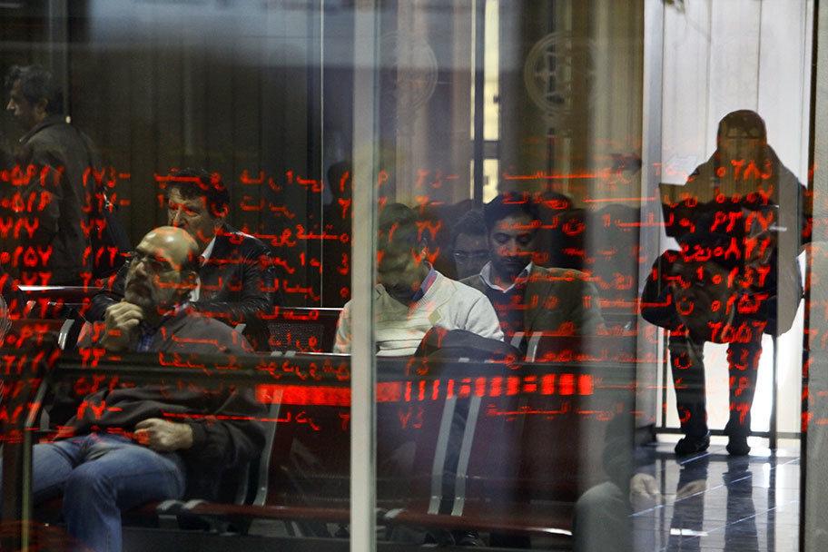 بورس در انتظار شفاف شدن شرایط داخلی و بین المللی
