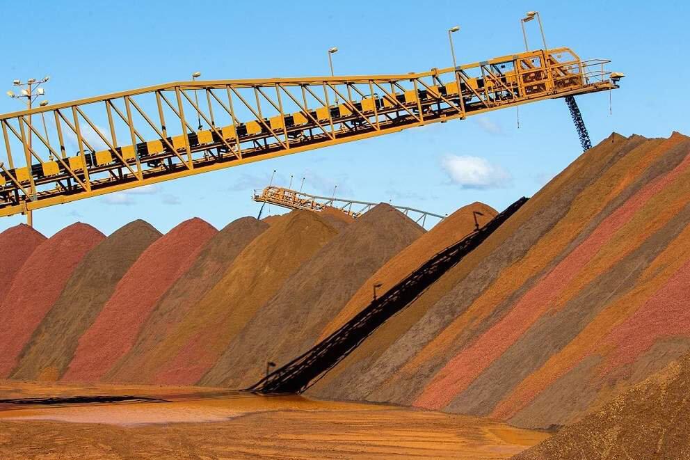نفت در گرد و خاک فلزات گم شد