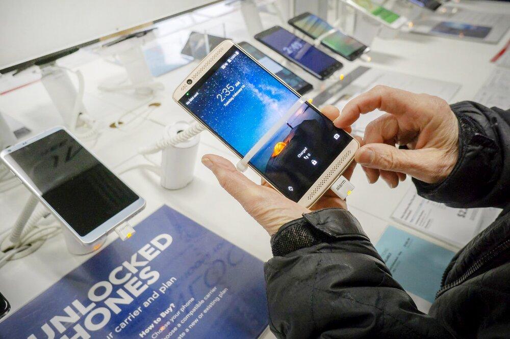 قیمت موبایل در تهران ارزانتر از دبی است