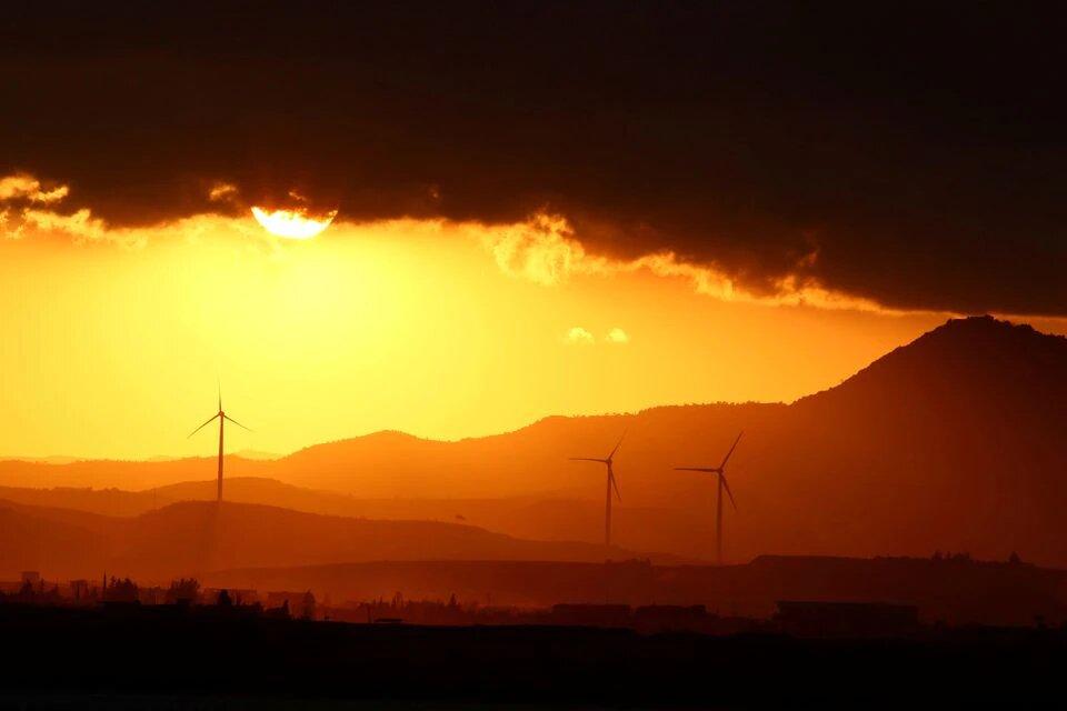 تولید برق نخستین نیروگاه بادی عربستان آغاز شد