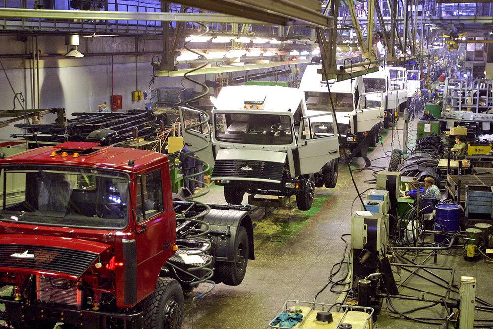خودروسازان از برنامه ۱۴۰۰ عقب ماندند