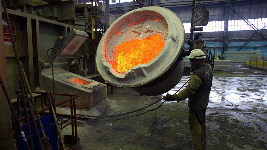 تامین برق؛ اولویت اصلی در حوزه سیمان و فولاد است