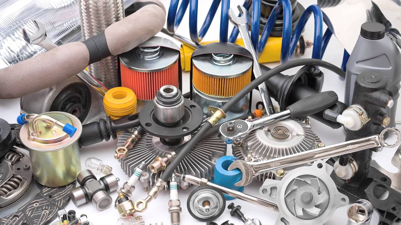 اختلاف ۴۰ درصدی قیمت قطعات وارداتی خودرو در مبادی رسمی و قاچاق