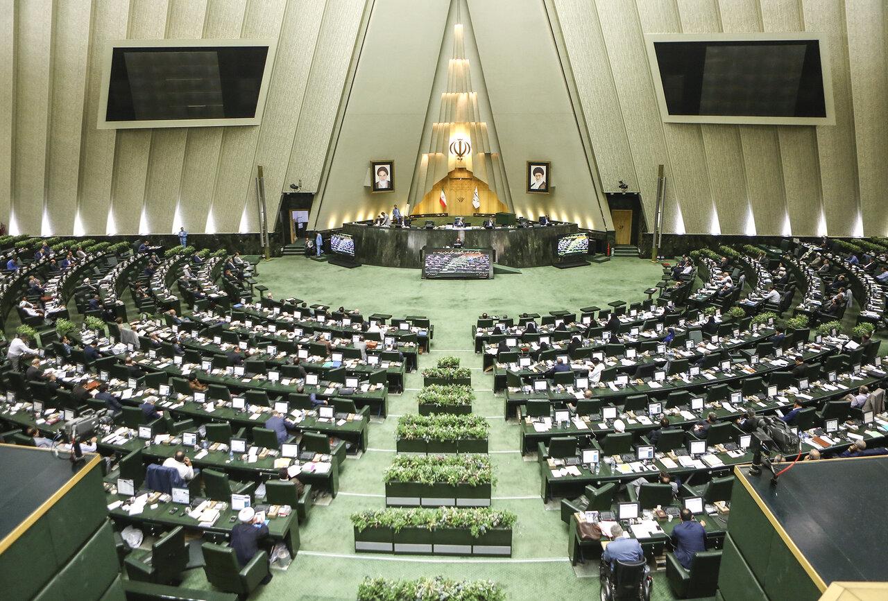 تقاضای انجمن کارفرمایان از مجلس: به انحصار وکلا پایان دهید