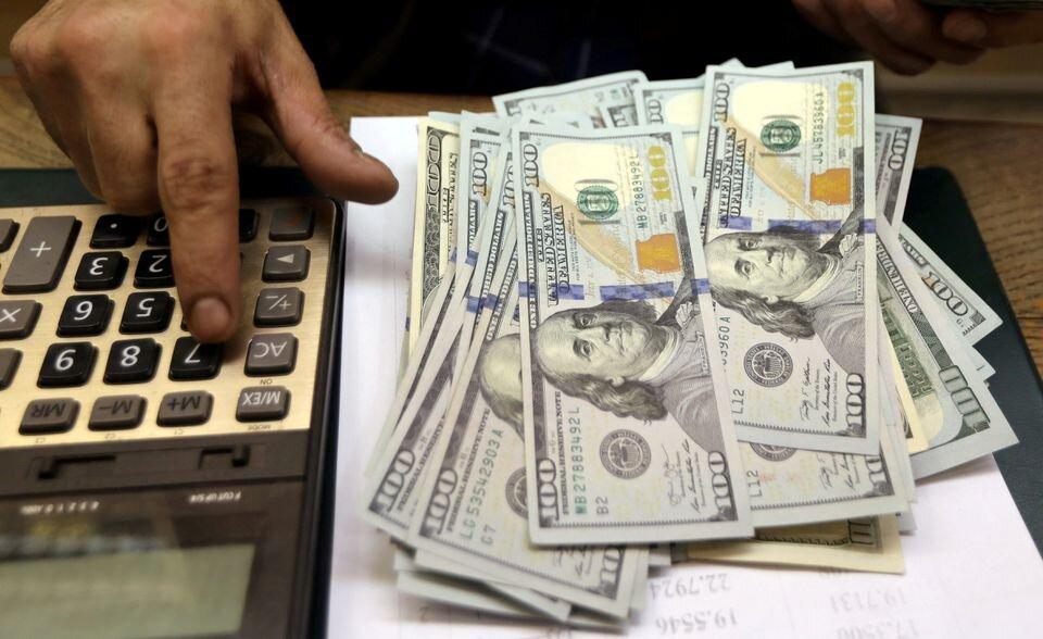 افت ۱۰۰ تومانی قیمت دلار در صرافیهای بانکی