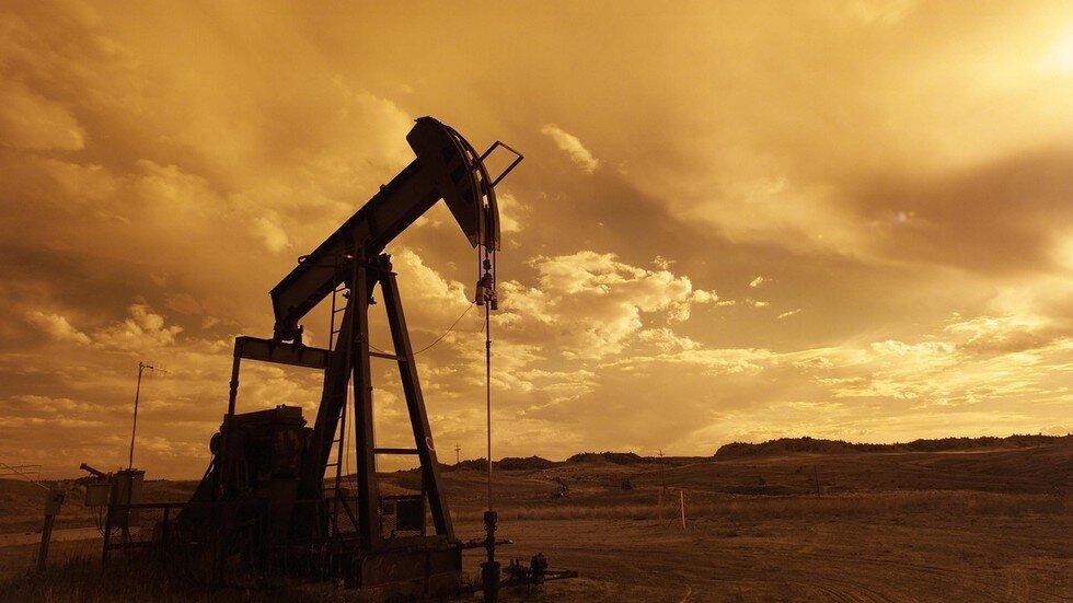 دولت سیزدهم مشکلات داخلی صنعت نفت را حل کند