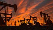 قیمت جهانی نفت به ۸۴ دلار نزدیک شد
